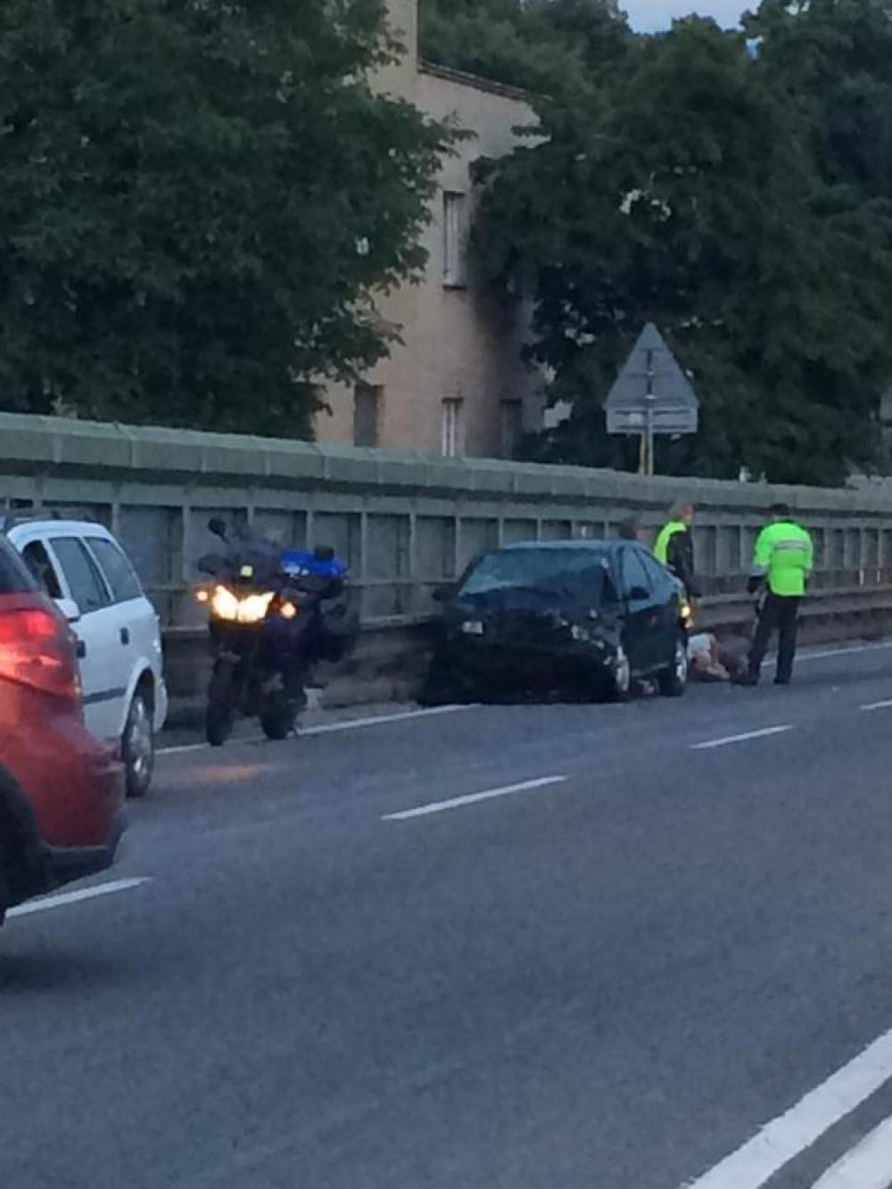 Vážna dopravná nehoda na ulici Mostná - 13.júla 2014, foto 1