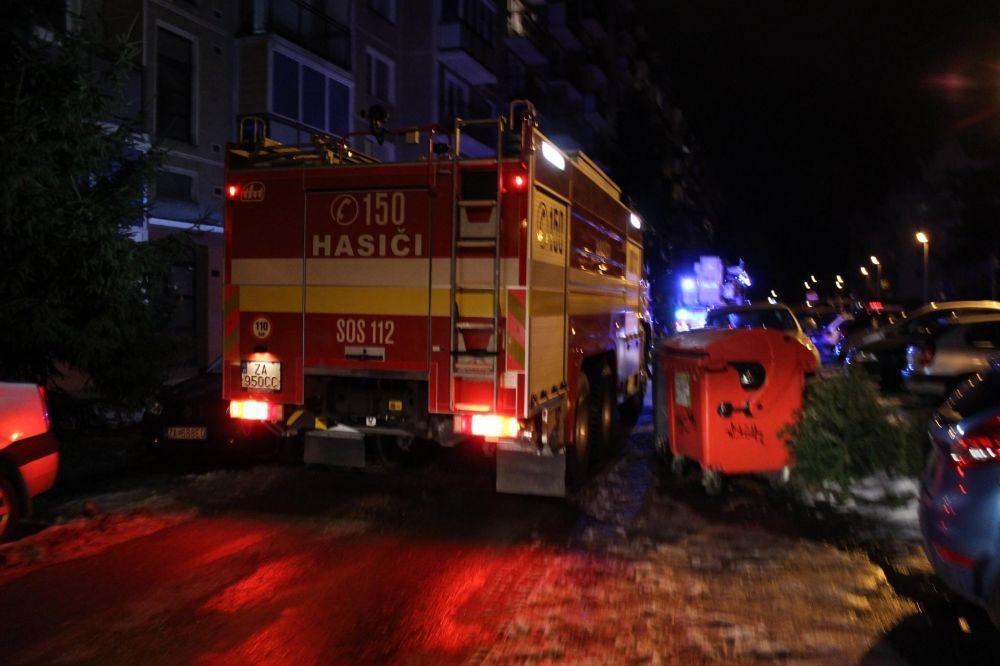 Výjazd hasičov na Tulskú ulicu na Vlčincoch, foto 1