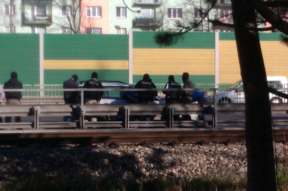 Zásah kukláčov na Rajeckej ceste 13.marca 2014, foto 1