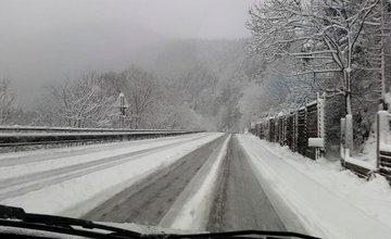 Snehové jazyky a záveje 3.apríla 2015 - cesta popod Strečno