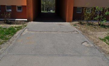 Oprava chodníkov na Hlinách a Vlčincoch