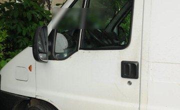 Vlámanie do áut v Žiline