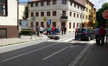 Vážna dopravná nehoda motorkára v centre mesta