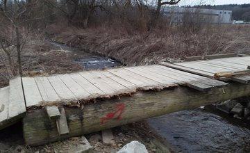 Zničený most cez potok Rosinka
