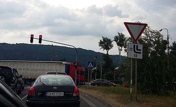 Kolóny v Žiline spôsobené dopravnou nehodou a zosuvom svahu pod Strečnom