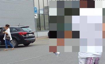 Podvodníci na parkovisku pri OC Dubeň a Baumax