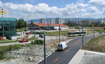 Výstavba kruhového objazdu a stará cesta na Hlinskej