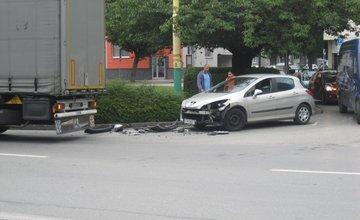 Nehoda kamióna na ulici 1.mája - 11.9.2015