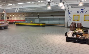 Čo bude ďalej s Carrefourom? Prázdne regály a mraziace boxy