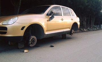 Odcudzené kolesá na aute v mestskej časti Budatín - 14.11.2015