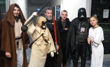 Nadšenci sa na premiéru Star Wars patrične vyzbrojili