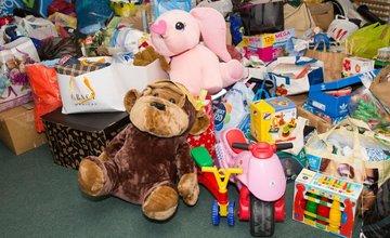 Zbierka pre deti bola úspešná, vyzbierali sa tri plné autá a jedna dodávka