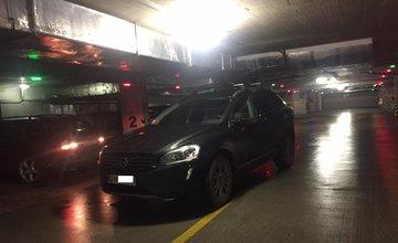 Zakliesnené autá v podzemných parkoviskách