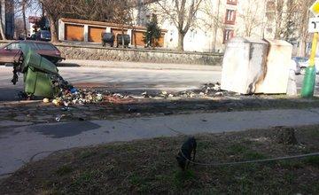 Požiar kontajnerov na triedený odpad, ulica Veľká Okružná - 23.3.2016