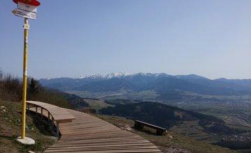 Nový prístrešok a turistická lávka na Straníku