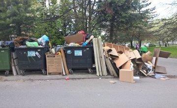 Neporiadok pri kontajneroch počas zberu nadrozmerného odpadu