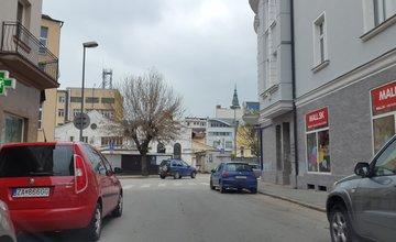 Chýbajúce dopravné značenie na križovatke ulíc V.Tvrdého a M.R.Štefánika
