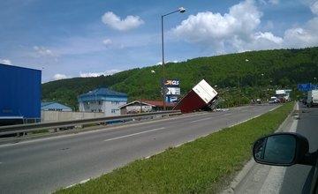 Aktuálne: Pri hypertescu spadol kamión z mosta