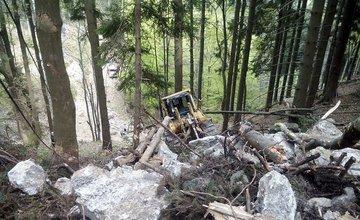 Muž zavalený buldozérom na Martinských Holiach