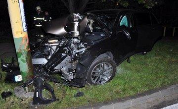 Auto narazilo do stĺpa na ulici Vysokoškolákov