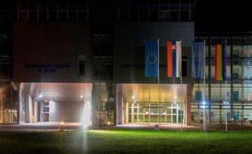 LGBT koruhva pred budovou Žilinskej univerzity