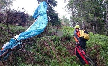 Vo Veľkej Fatre hľadali paraglidistu