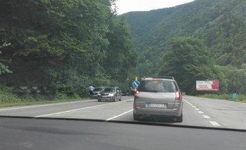 Aktuálne dopravná nehoda pod Strečnom, rátajte so zdržaním