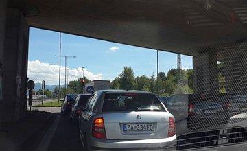 Dopravné kolóny 02.08.2016 v dôsledku nehody 5 vozidiel pod Strečnom