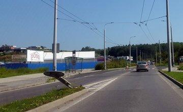 Poškodené ostrovčeky po nehode na cestách v Žiline
