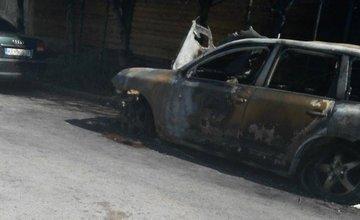 Vrak zhoreného vozidla v Budatíne