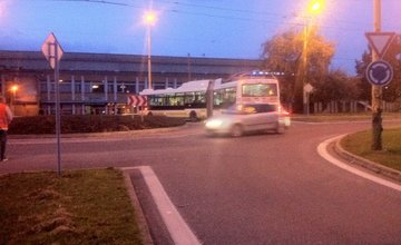 Trolejbus v kruhovom objazde ul. Vysokoškolákov 24.10.2016