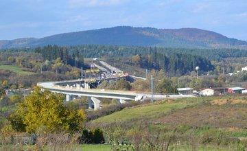 Diaľnica D1 v Lietavskej Lúčke zatiaľ končí v poli