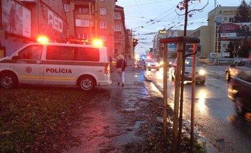 Vodič zrazil chodkyňu na priechode pre chodcov pri Auparku