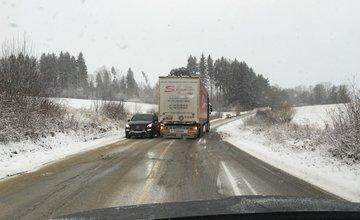Sneženie zaskočilo cestárov