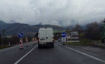 Vodiči počas uzávierky cesty I/18 blúdia po obci Strečno