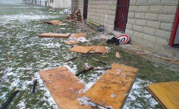 Neznámi páchatelia úradovali na futbalovom ihrisku v Konskej, zostala po nich len spúšť