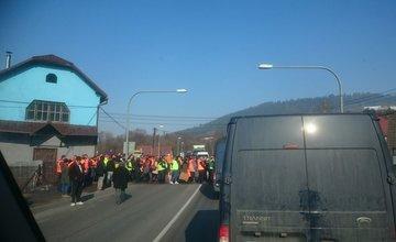 Štrajk v Povine práve začal, doprava je zastavená