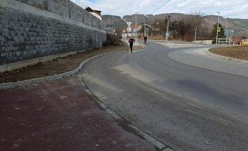 Chýbajúci chodník pri kruhovom objazde v Celulózke