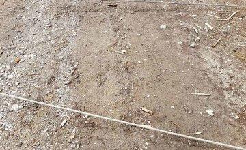Oceľové laná natiahnuté v lese v Malej Fatre