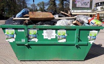 Kontajnery s odpadom na Hlinkovom námestí v Žiline