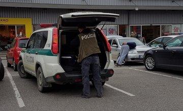 Policajný zásah pri hypermarkete Tesco - 12.4.2017