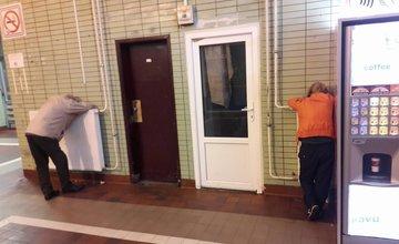 Neprispôsobiví občania na železničnej stanici v Žiline
