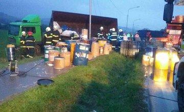 Nehoda nákladného auta s nebezpečným odpadom pri Bytči - 13.4.2017