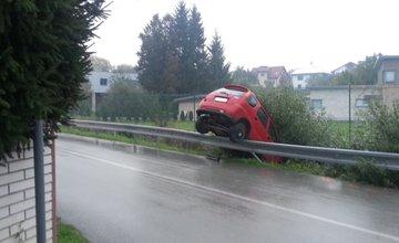 V trnovskom esíčku končia autá v potoku