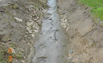 Čistenie brehov potoka Všivák