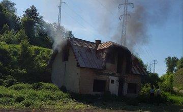 Požiar opusteného domu - 19.5.2017 Rosinská cesta