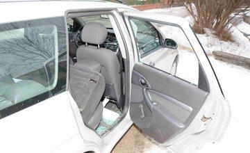 Dvaja mladíci zo Žiliny vykrádali autá, dvory a objekty, polícia ich dolapila