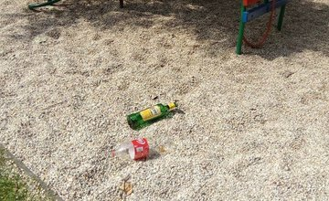 Neporiadok na detskom ihrisku Rosinky