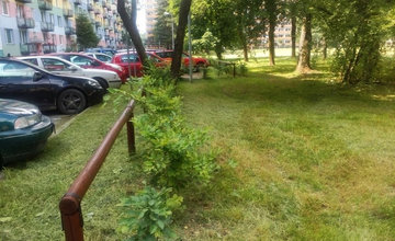 Drevené ohrady na sídlisku Vlčince oživili novým náterom