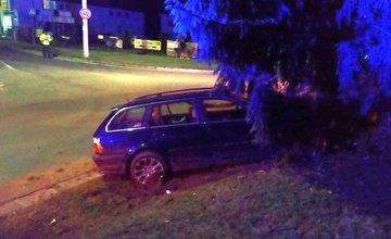 Nehoda na Solinkách, pri ktorej nabúral opitý vodič do stromu